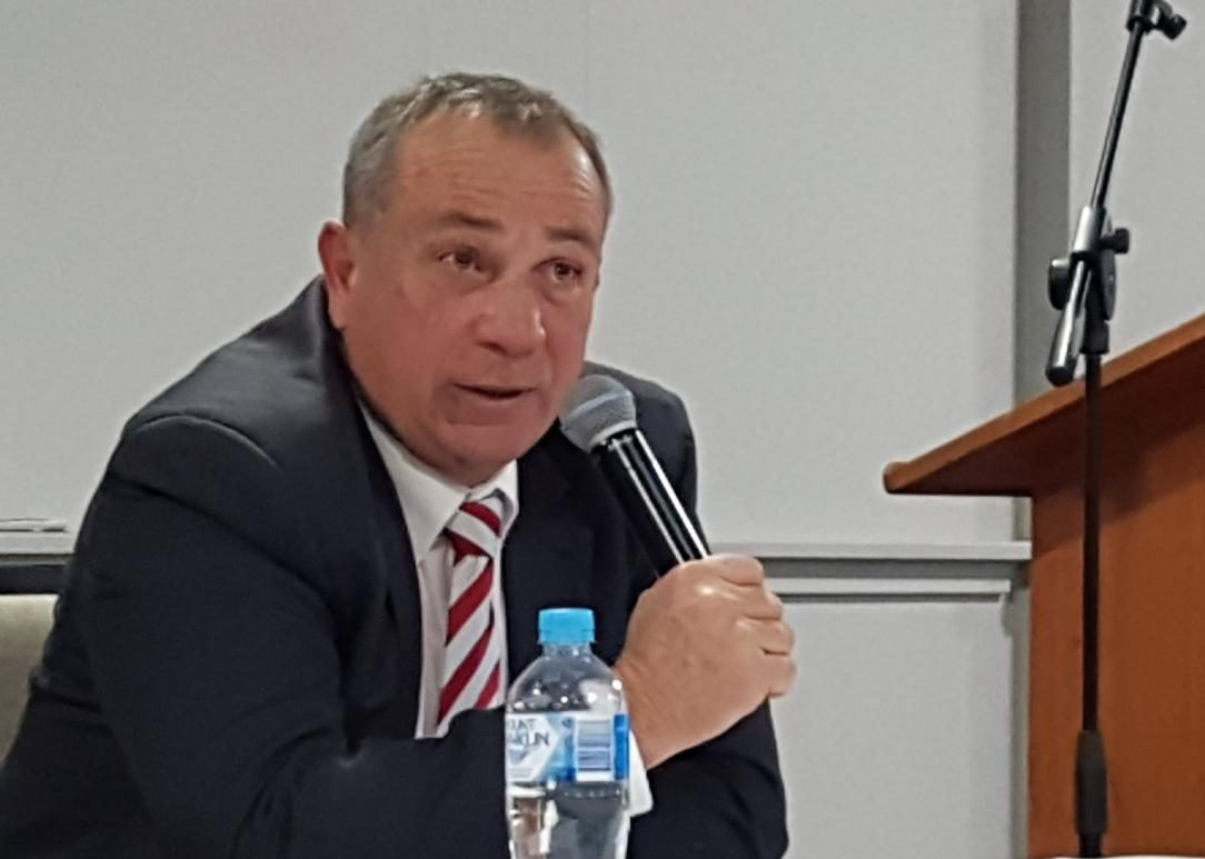 Sam Romano address a federal election candidates forum in Bathurst on May 8, 2019.